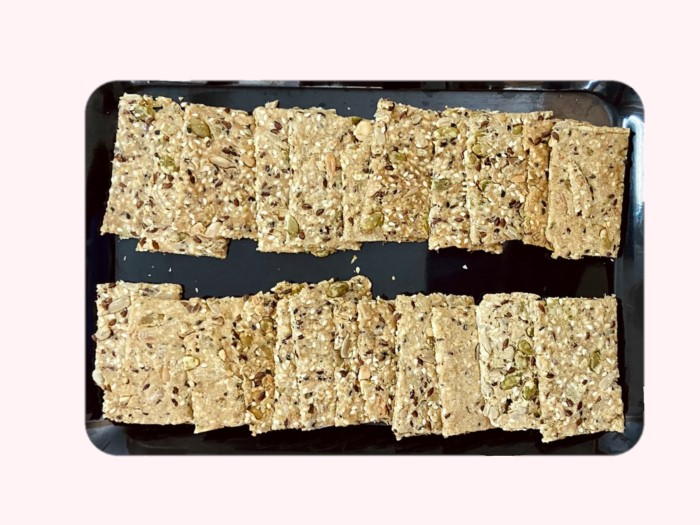 Whole Wheat 5 Seed Crackers Cookies